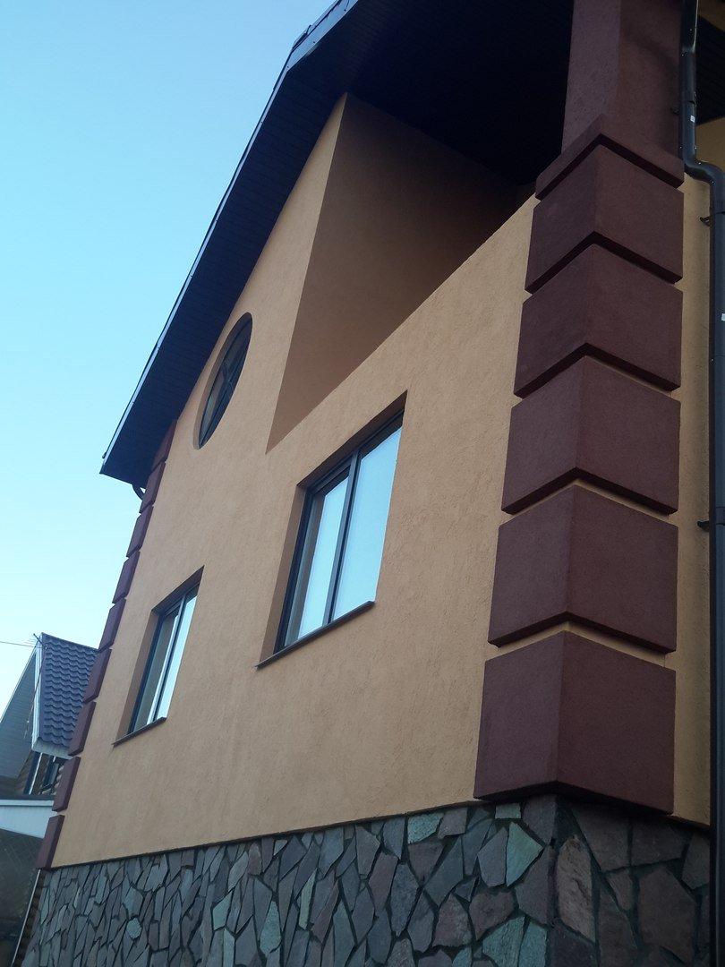 Отделка окон дома по фасаду