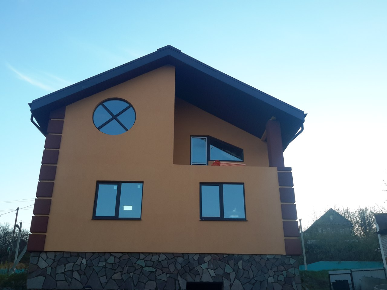 Варианты отделки фасада частного дома фото сайдингом